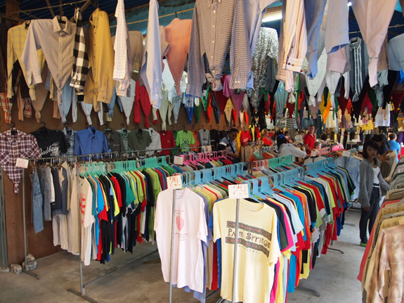 อาชีพขายเสื้อผ้า กับการขายที่ตลาดนัด