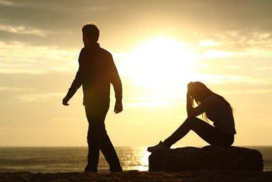 ปัญหาเรื่องความรักในเวลาทำงาน แยกเรื่องงานกับเรื่องส่วนตัวอย่างเด็ดขาด