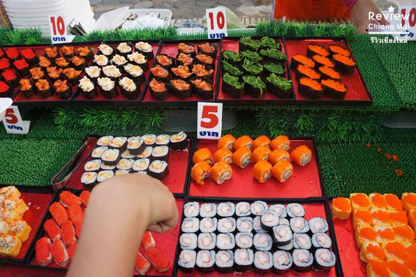 อาชีพการขายซูชิ ในตลาดนัด