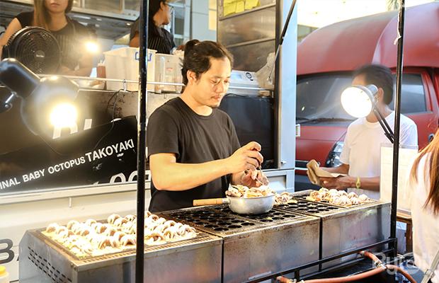 อาชีพขายทาโกะยากิ -หน้าห้างสรรพสินค้า